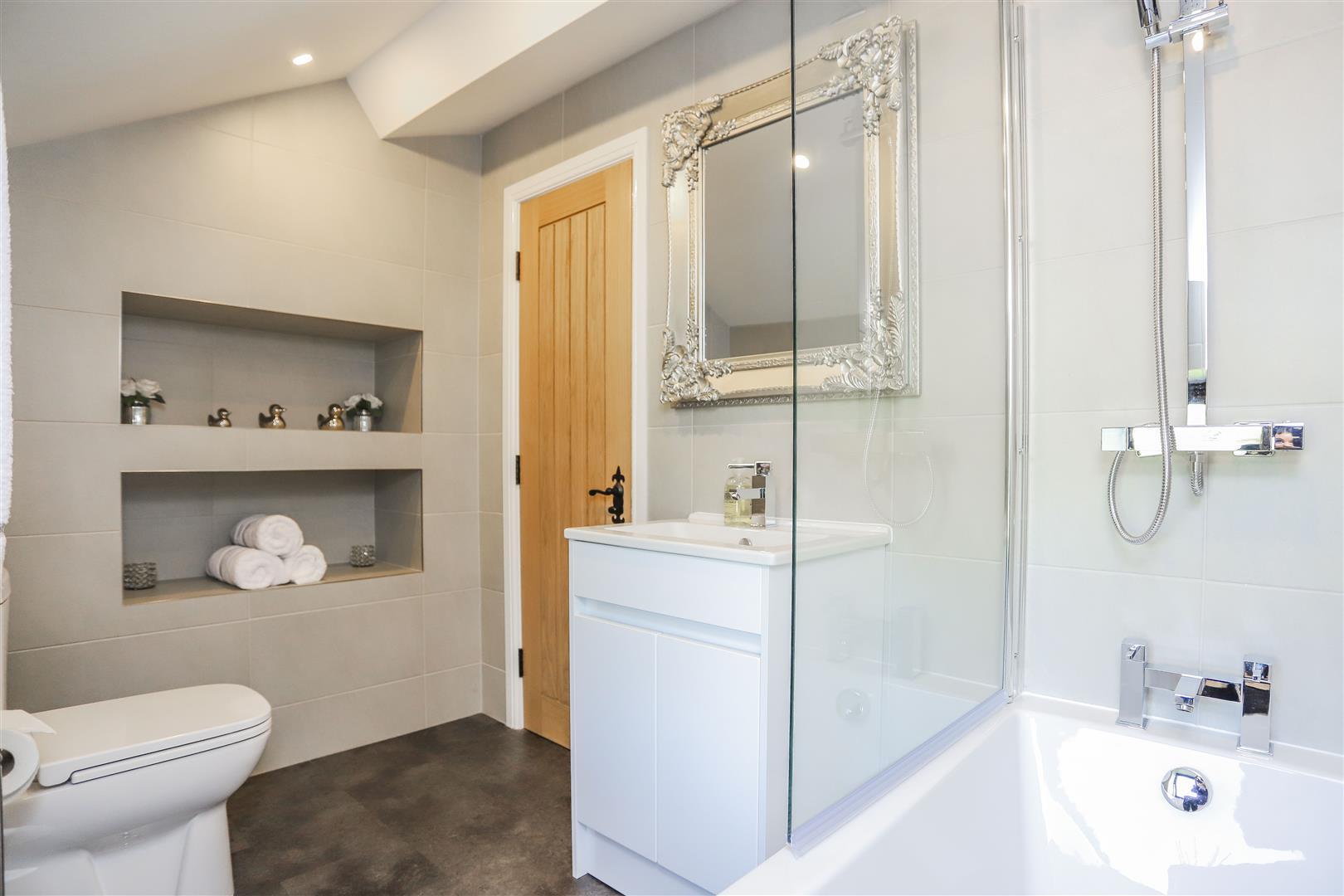 4 Bedroom Semi-detached House For Sale - 39.JPG